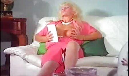 Anna masturbiert freeware erotikfilme mit großem Dildo