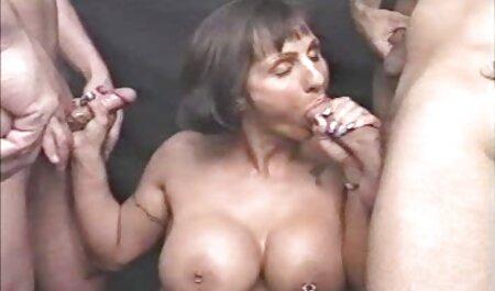 Frische 19-jährige neckt mit großen erotig filme gratis natürlichen Titten