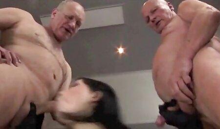 Netter Teenager-Dreier mit einem erotikfilme free hungrigen Kerl
