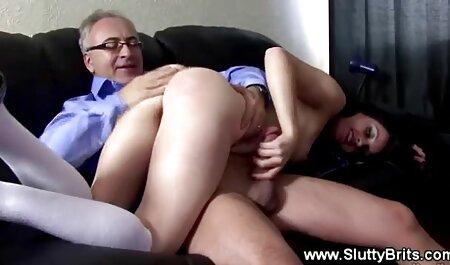 Blonde Sklavin schmeckt ihre Arschsäfte, erotische filme kostenlos nachdem sie Dildo auf dem Bestrafungstisch gelutscht hat